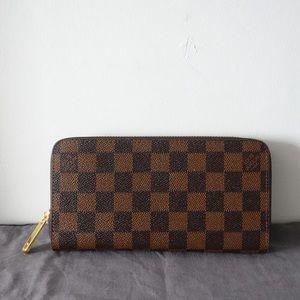 Louis Vuitton zippy wallet ebene